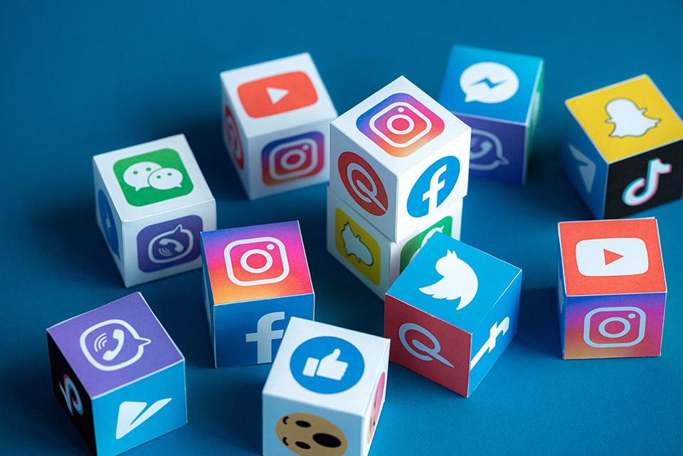 Social Media Bloomicon / Shutterstock.com